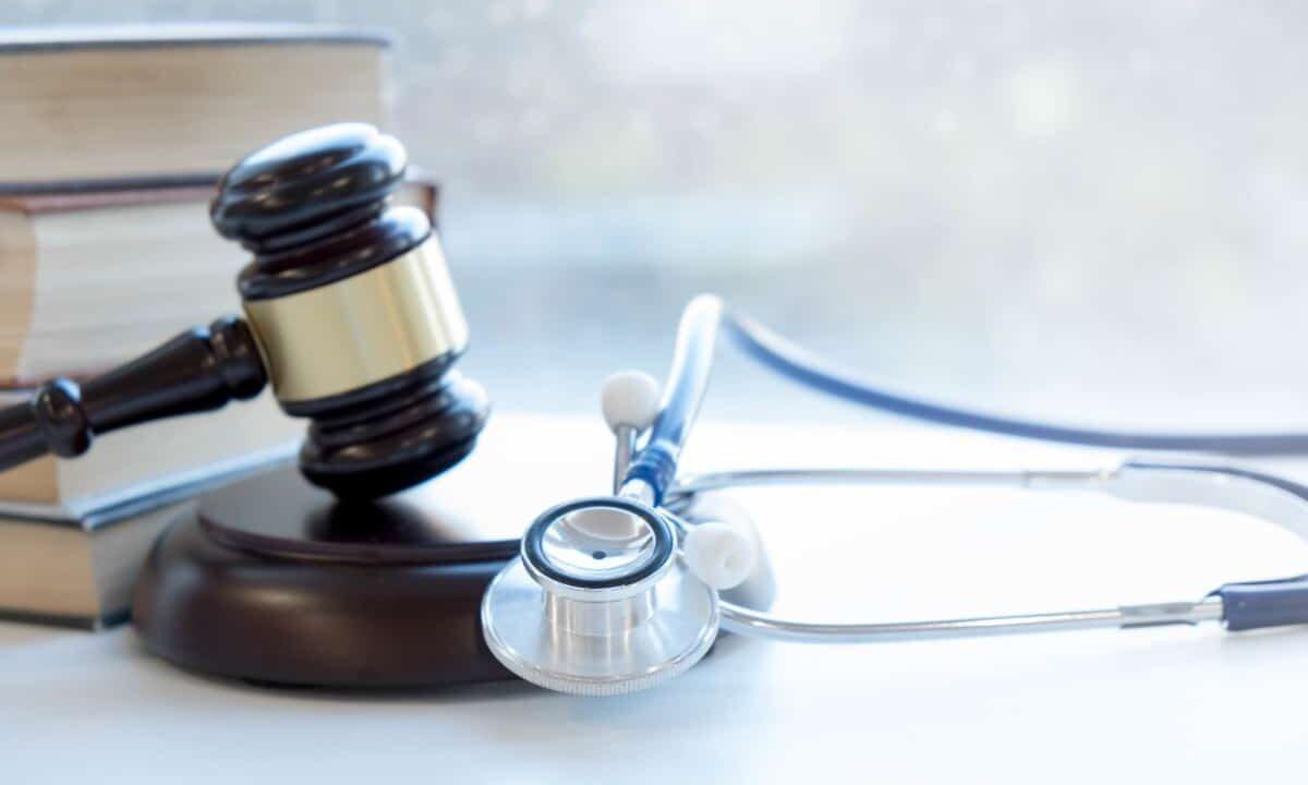 https://watsoncarroll.com/wp-content/uploads/2021/05/What-Is-an-Expert-Witness-in-a-Medical-Malpractice-Case-1200x720.jpg